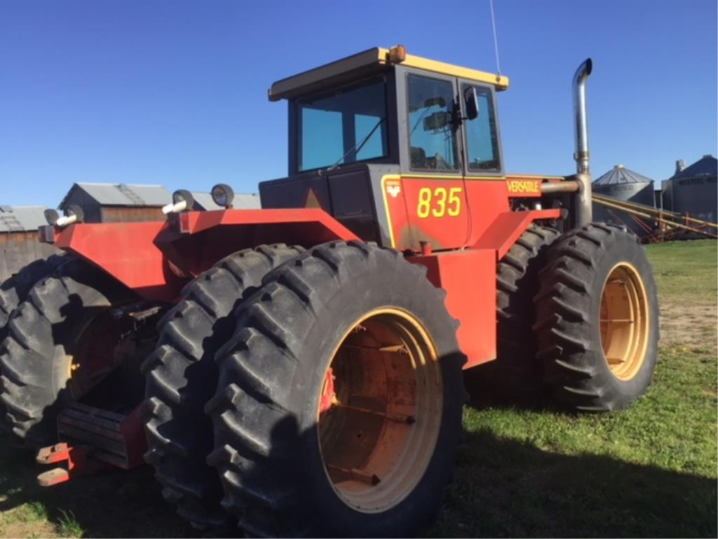 Lot 28 - 835 Versatile 4wd Tractor 855 Cummins Eng, 18.4-38 Duals, 234hp, Air/Swivel Seat, A/C, Hr meter