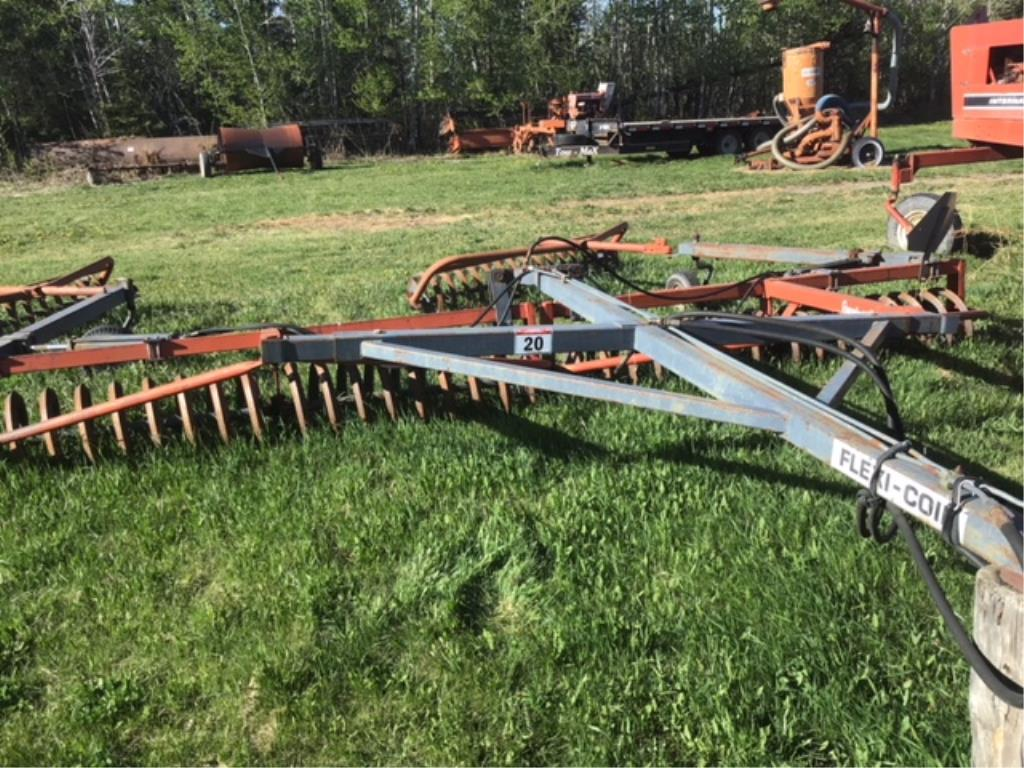 Lot 20 - Flexi-Coil 30ft Packers Hyd-Fold