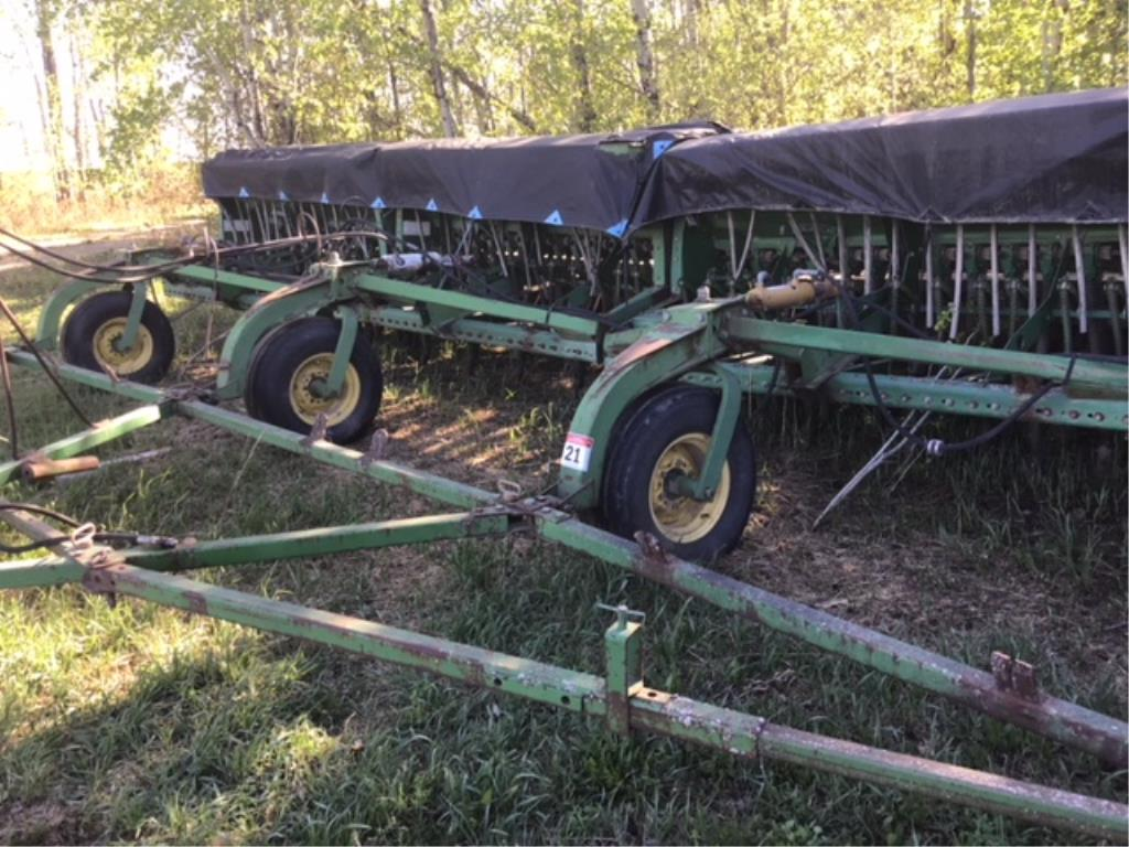 Lot 21 - 9350 John Deere 32ft Hoe Drill (4) 8ft Sections, Grass Seed Attachment, Rubber Packers