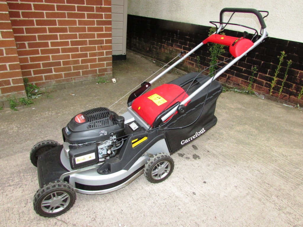 Lot 32 - CARREFOUR SELF PROPELLED PETROL LAWN MOWER WITH HONDA GCV OHC 160CC ENGINE (MANUAL IN OFFICE)