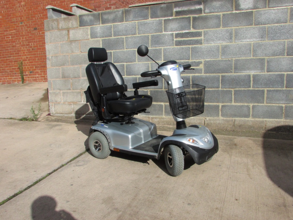 Lot 34A - INVACARE COMET ELECTRIC MOBILITY SCOOTER (KEY, CHARGER, MANUAL AND PAPERWORK IN OFFICE)