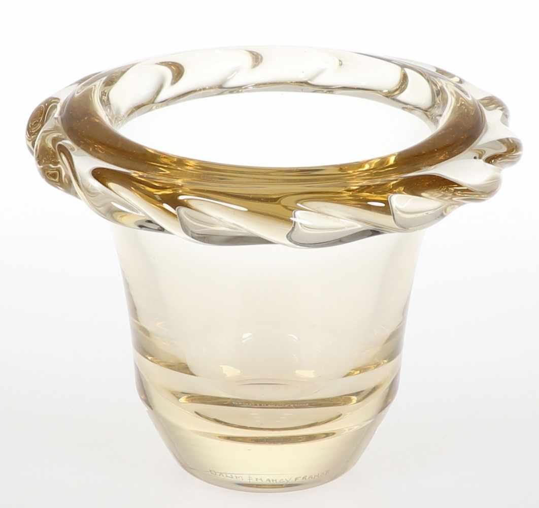 Lot 823 - Schale mit gewelltem RandDaum Frères & Cie, Verreries de Nancy. Leicht gebliches, dickwandiges Glas.