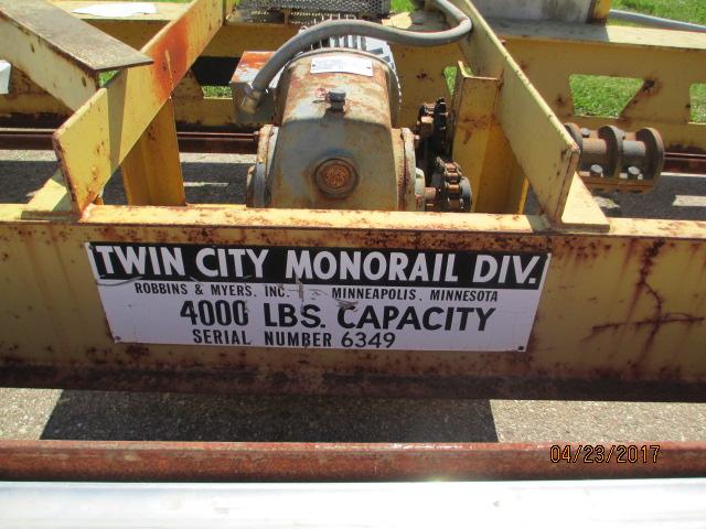 Lot 19 - Twin City Floor Standing Bridge Crane