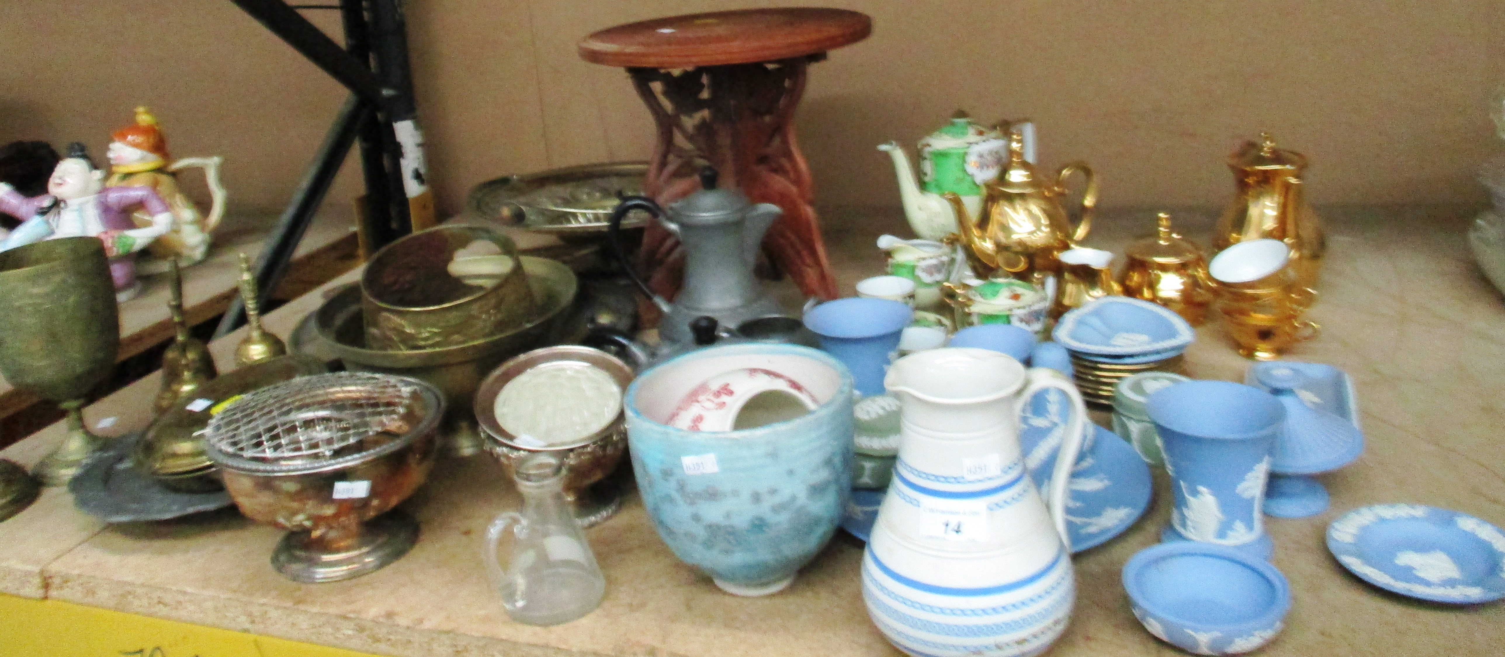 Lot 14 - Remaining contents to rack brass and metalware, Wedgwood blue patterned pottery,