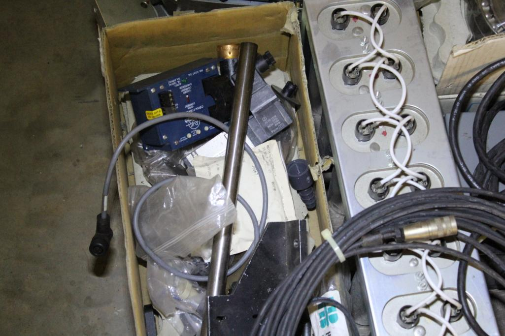 Lot 48 - Electrical components