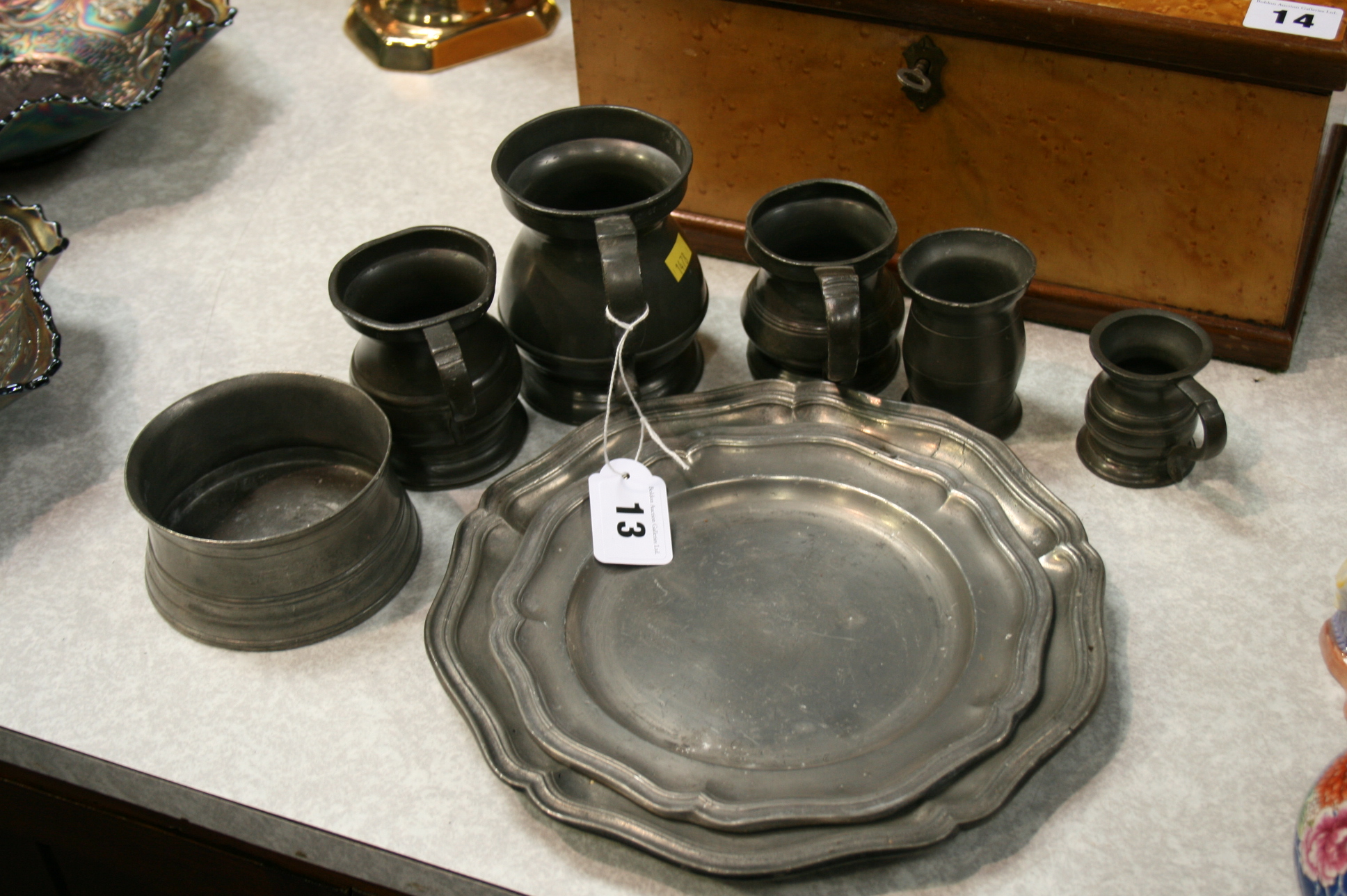 Lot 13 - Quantity of pewter