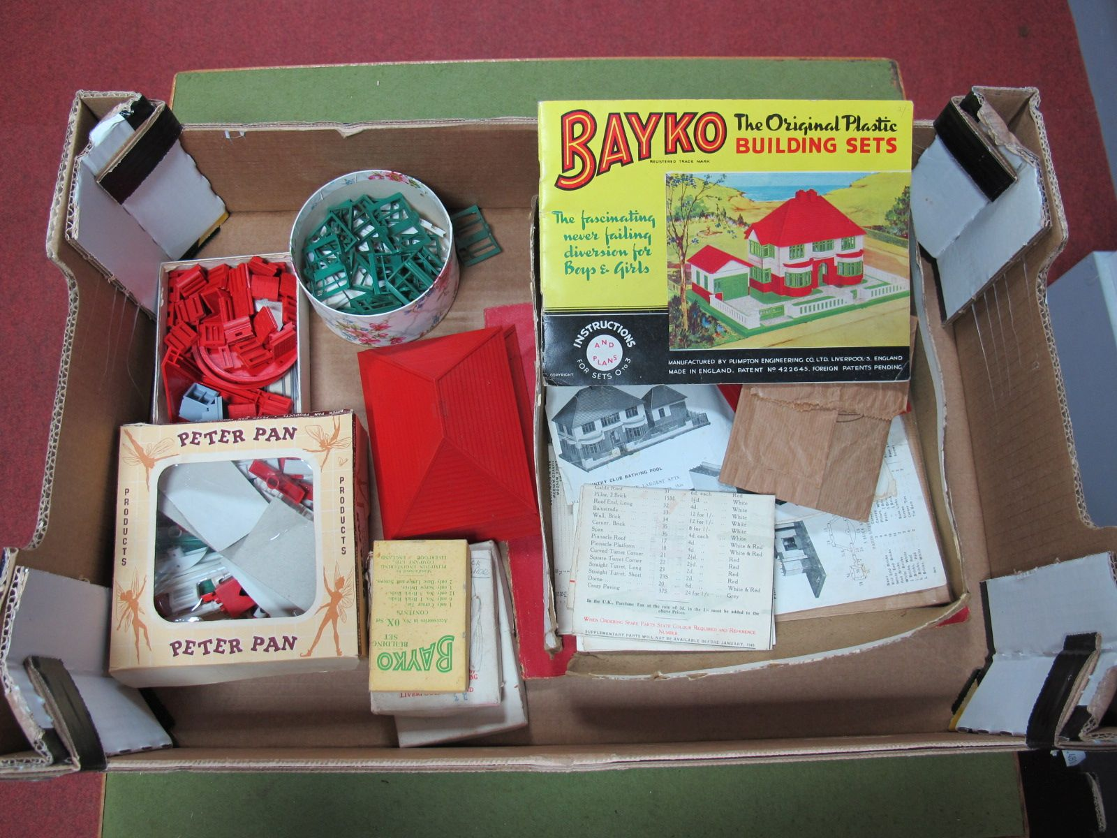 Lot 33 - A Quantity of Post War Red and Green Bayko Plastic Building Set parts, some boxed, including