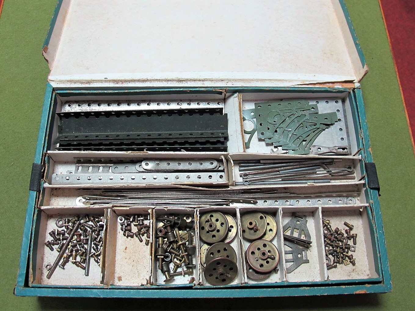 Lot 14 - A Boxed Early XX Century Primus Engineering (W. Butcher and Sons) Modelling Kit #3, wooden and metal
