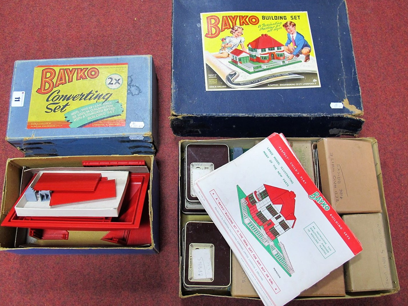 Lot 11 - A Quantity of Post War Red and Green Bayko Plastic Building Set parts, including 3x, 2x (2),