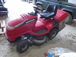 Lot 28 - Honda V-Twin 2417 ride on lawnmower - Broken back axle (Spares/ Repair)
