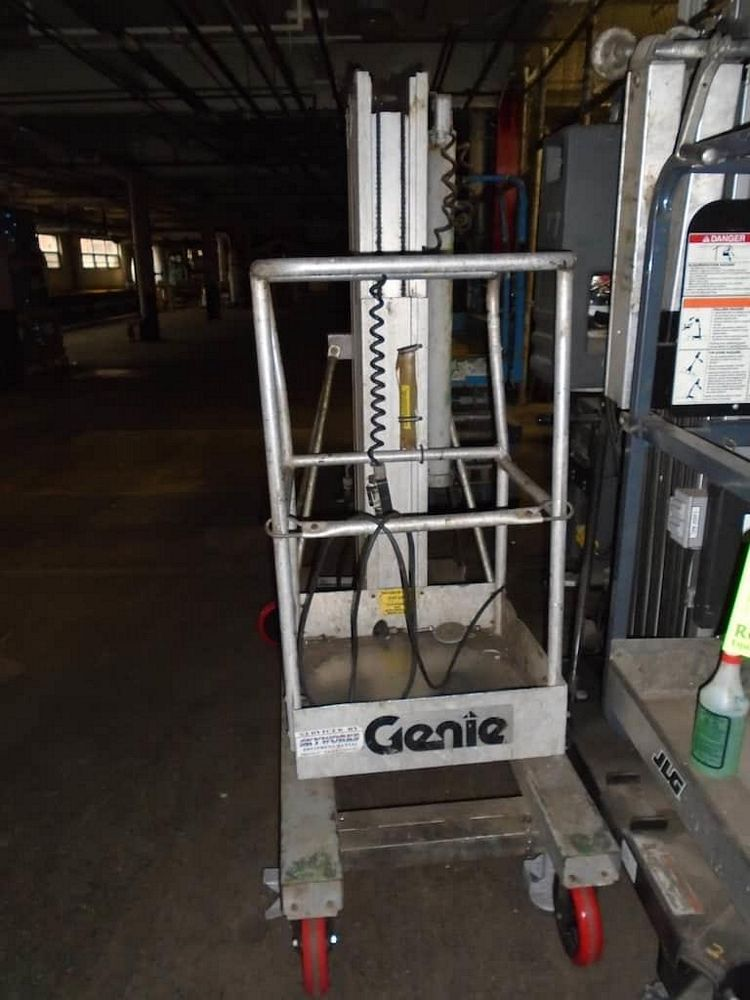 Lot 197RB - Genie Easy Up and JLG Electric Lifts