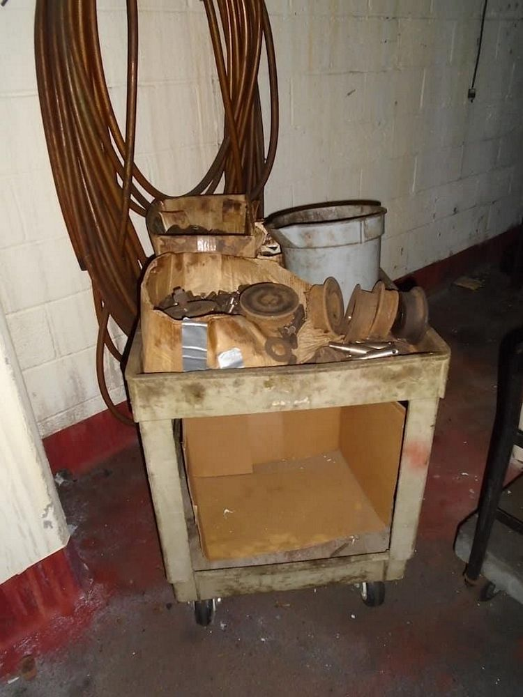 Lot 323RB - Pallet of Valves and Cart with Contents