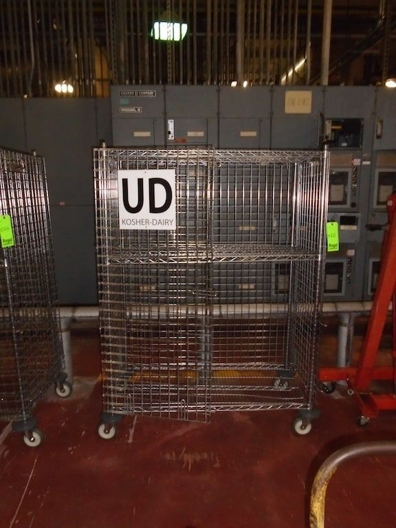 Lot 65RB - Wire rack on casters