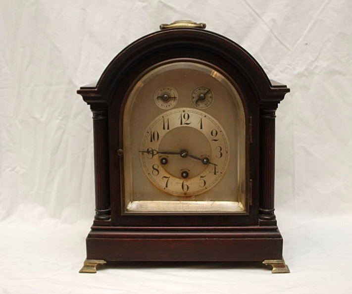 Lot 44 - EARLY 20TH CENTURY MAHOGANY MANTLE CLOCK WITH SILVERED DIAL WITH JUNGHANS MOVEMENT,