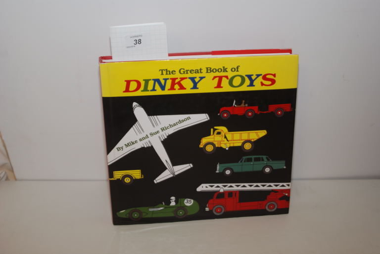Lot 38 - DINKY TOYS REFERENCE BOOK