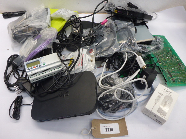 Lotto 2214 - Bag containing quantity of electrical and PC related accessories; TV boards, PSUs, cabling, routers,