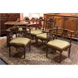 ITALIË - late 19° EEUW zesdelig salonensemble in notelaar met een combinatie van [...]