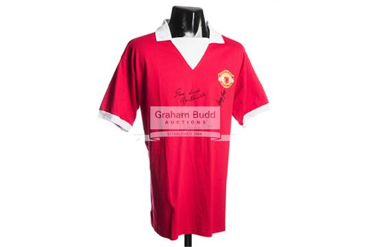 more photos a5214 2f251 Manchester United retro home jersey signed by George Best ...