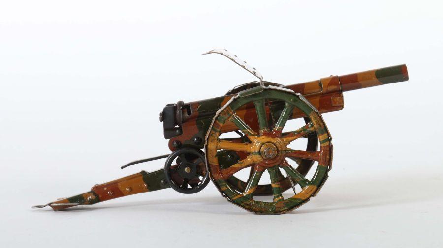 Kanone Märklin, 8032/4, um 1936-39, mit Schild, auf festen Laufplatten, mimikry, L: 22 cm. Min. - Bild 2 aus 2