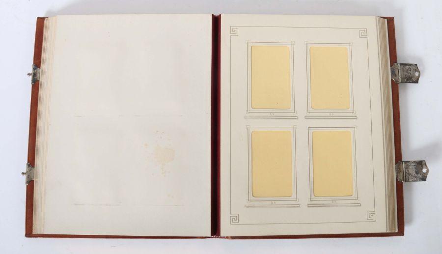 Fotoalbum Um 1900, prächtiger Halblederband mit Metallbeschlägen und -schließen, ohne Fotos, - Bild 2 aus 2