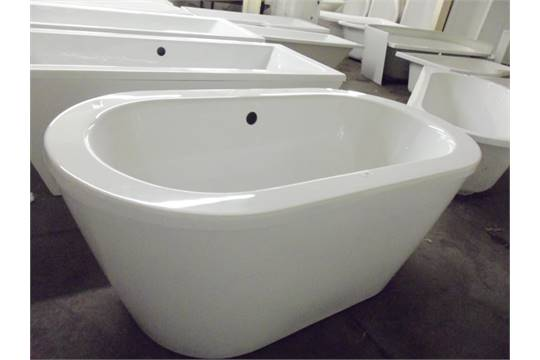 220 1500x800 double ended free standing bath with skirt rrp 1400