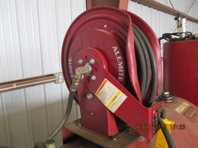Oil barrel w/hose/reel/pump - Image 2 of 2