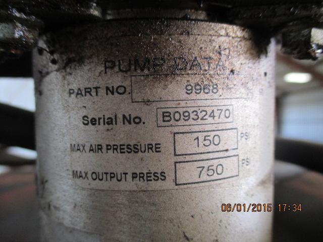 Oil barrel w/Ram pump - Image 3 of 3