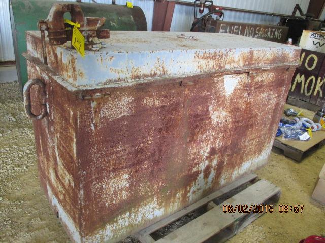 Portable metal toolbox w/bench vise
