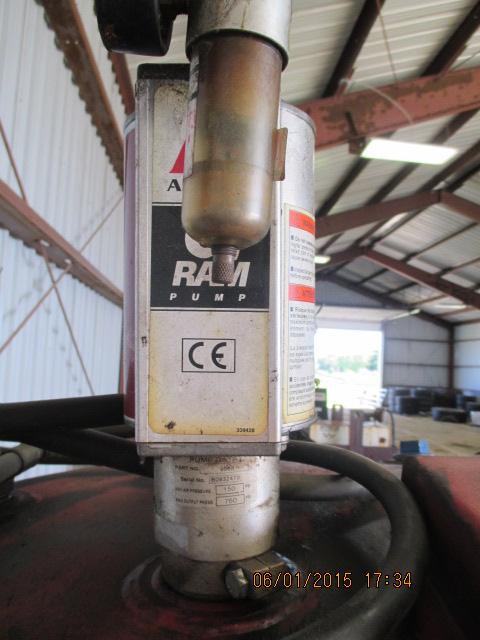 Oil barrel w/Ram pump - Image 2 of 3