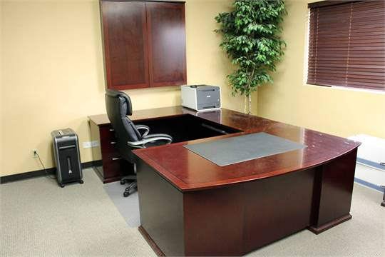 LOT OF EXECUTIVE OFFICE CONTENTS Lshaped Desk Mini Conference - L shaped conference table