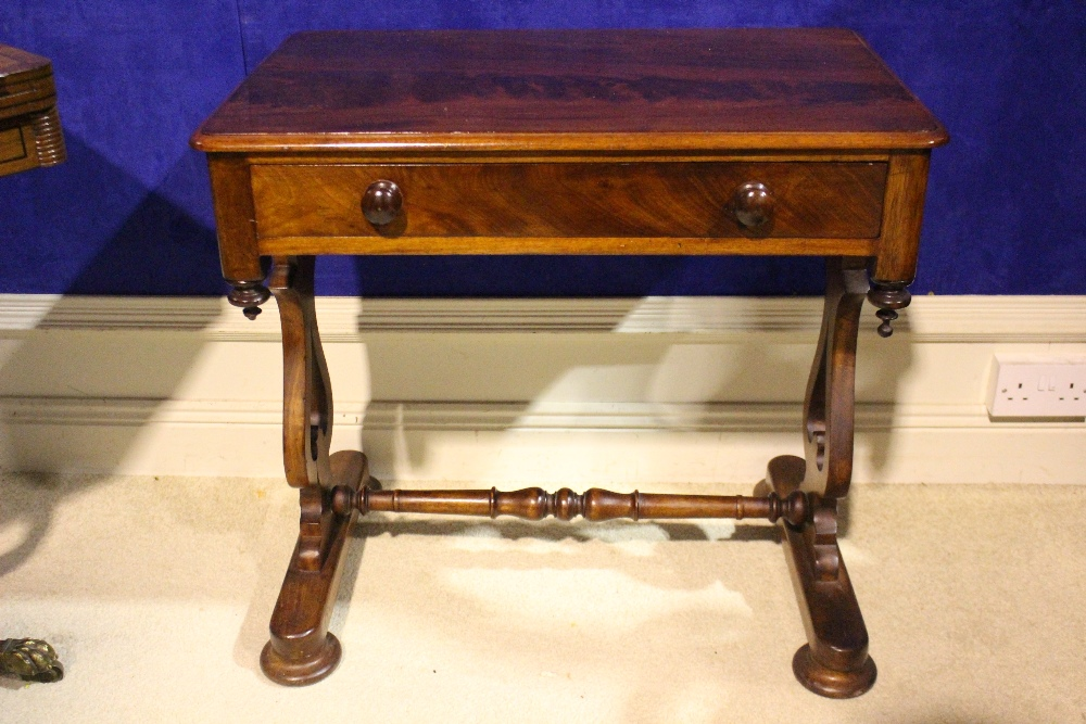 A VERY FINE 19TH CENTURY SIDE / HALL TABLE, with single drawer to the frieze, with down turned