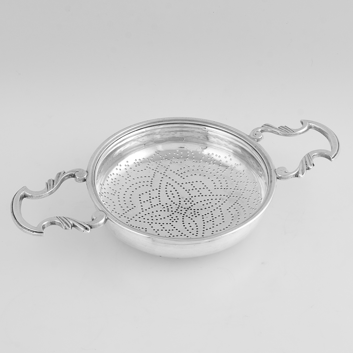 ANTIQUE GEORGE II STERLING SILVER LEMON STRAINER, WILLIAM BOND LONDON 1756 of circular form with