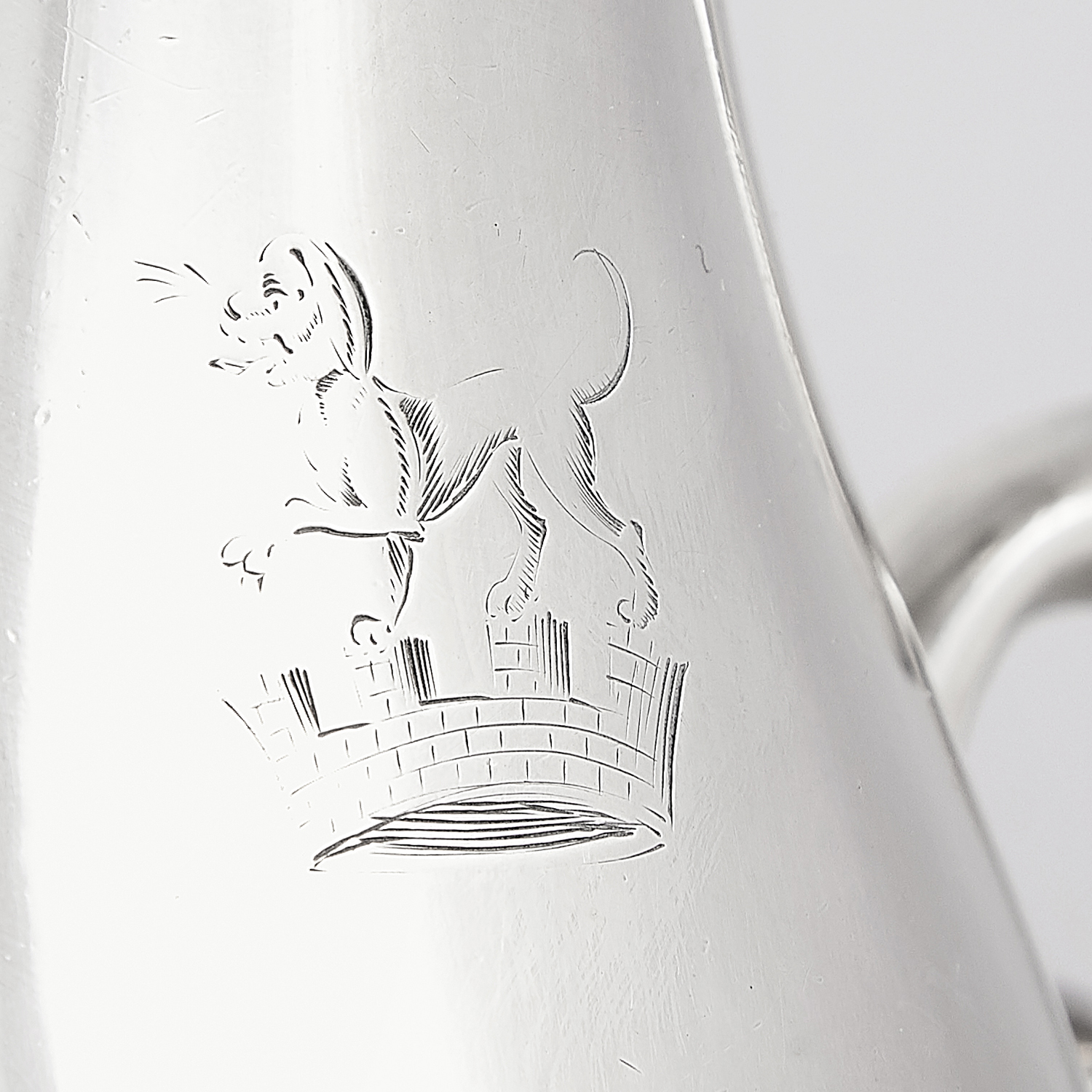 Los 8 - ANTIQUE GEORGE III IRISH STERLING SILVER BEER JUG PROBABLY AMBROSE BOXWELL, DUBLIN 1774 the baluster