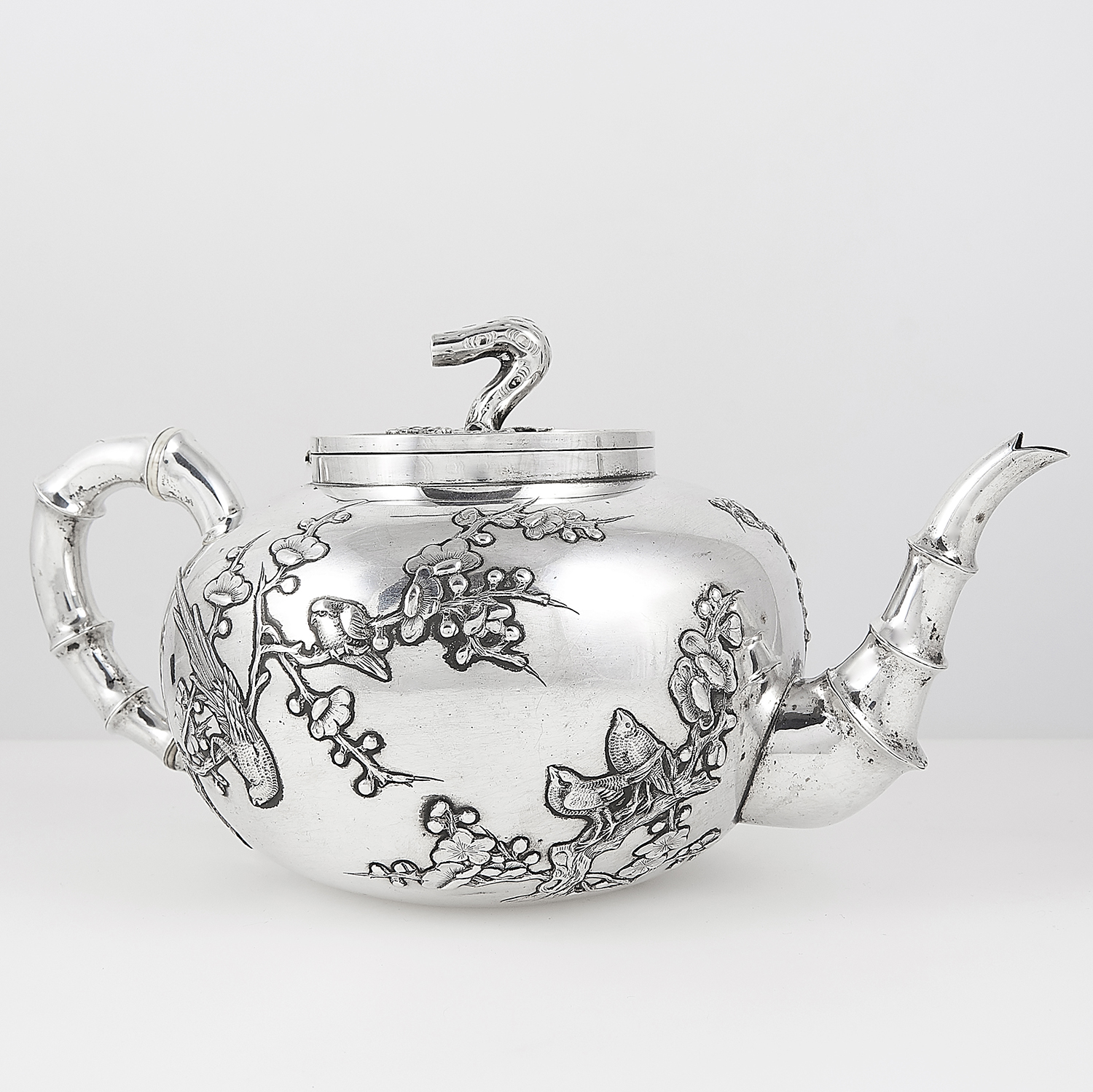 ANTIQUE CHINESE EXPORT SILVER TEAPOT AND SUGAR BOWL, HUNG CHONG CIRCA 1900 the rounded bodies with