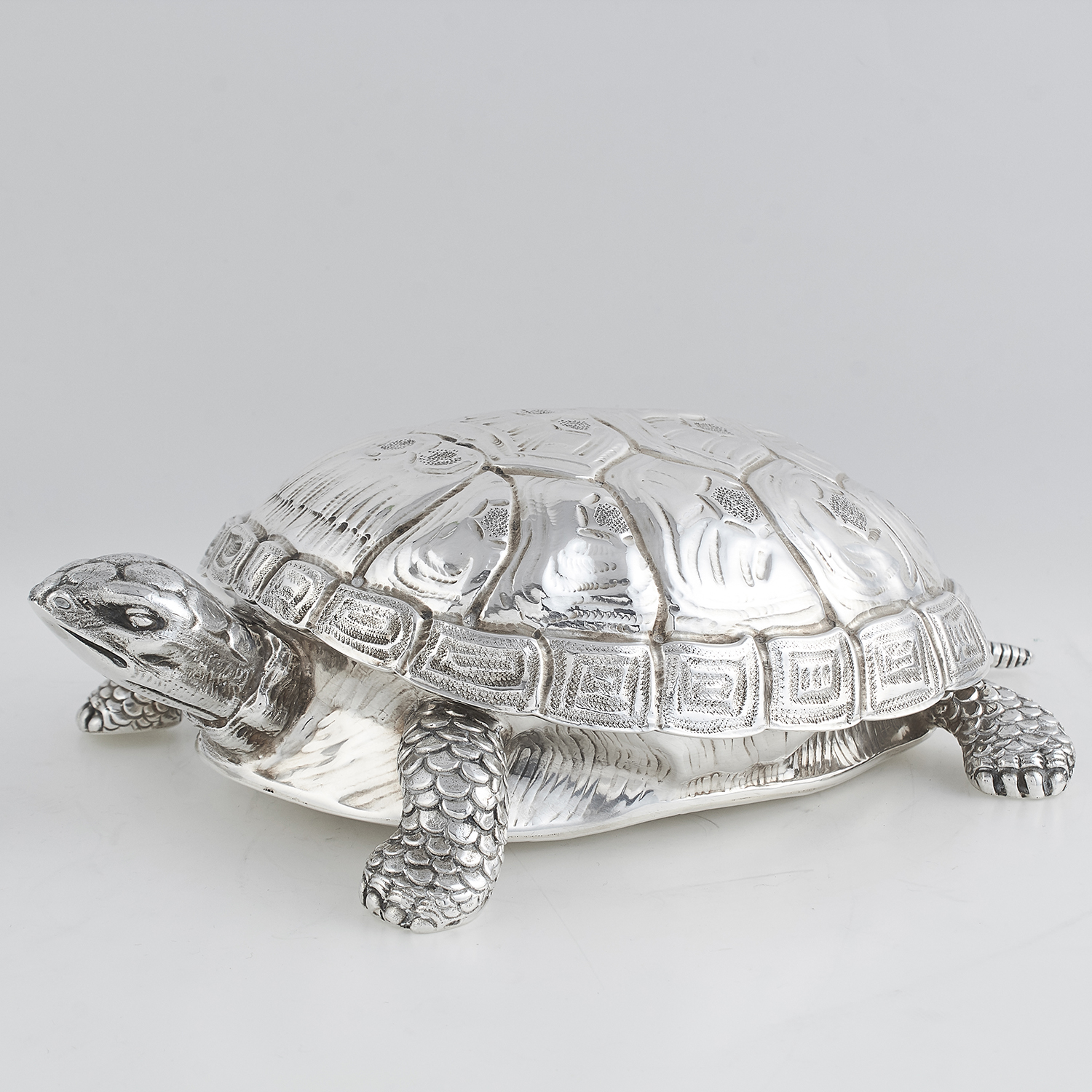 Los 54 - VINTAGE ITALIAN SILVER TURTLE BOX, FASANO OF TURIN, CIRCA 1960 designed as the body of a turtle, its