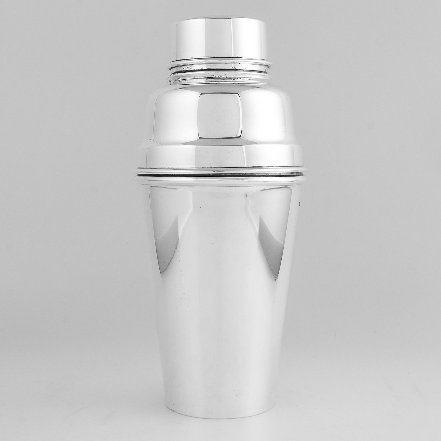 ANTIQUE GEORGE V STERLING SILVER COCKTAIL SHAKER, VINERS LTD LONDON 1934 the tapering body plain