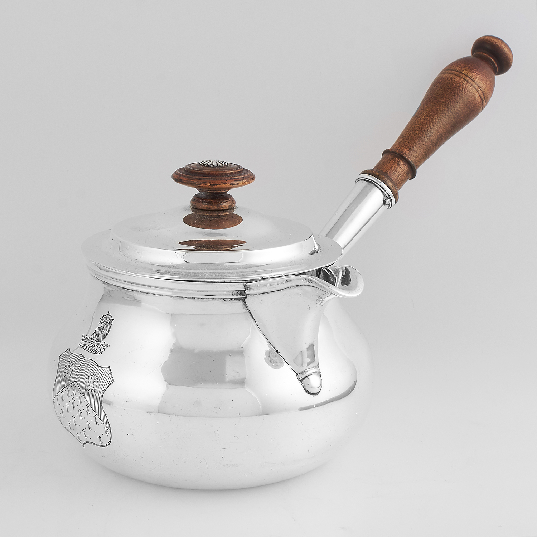 Los 57 - ANTIQUE IRISH STERLING SILVER BRANDY SAUCE PAN, WILLIAM NOLAN DUBLIN 1820 the circular body with
