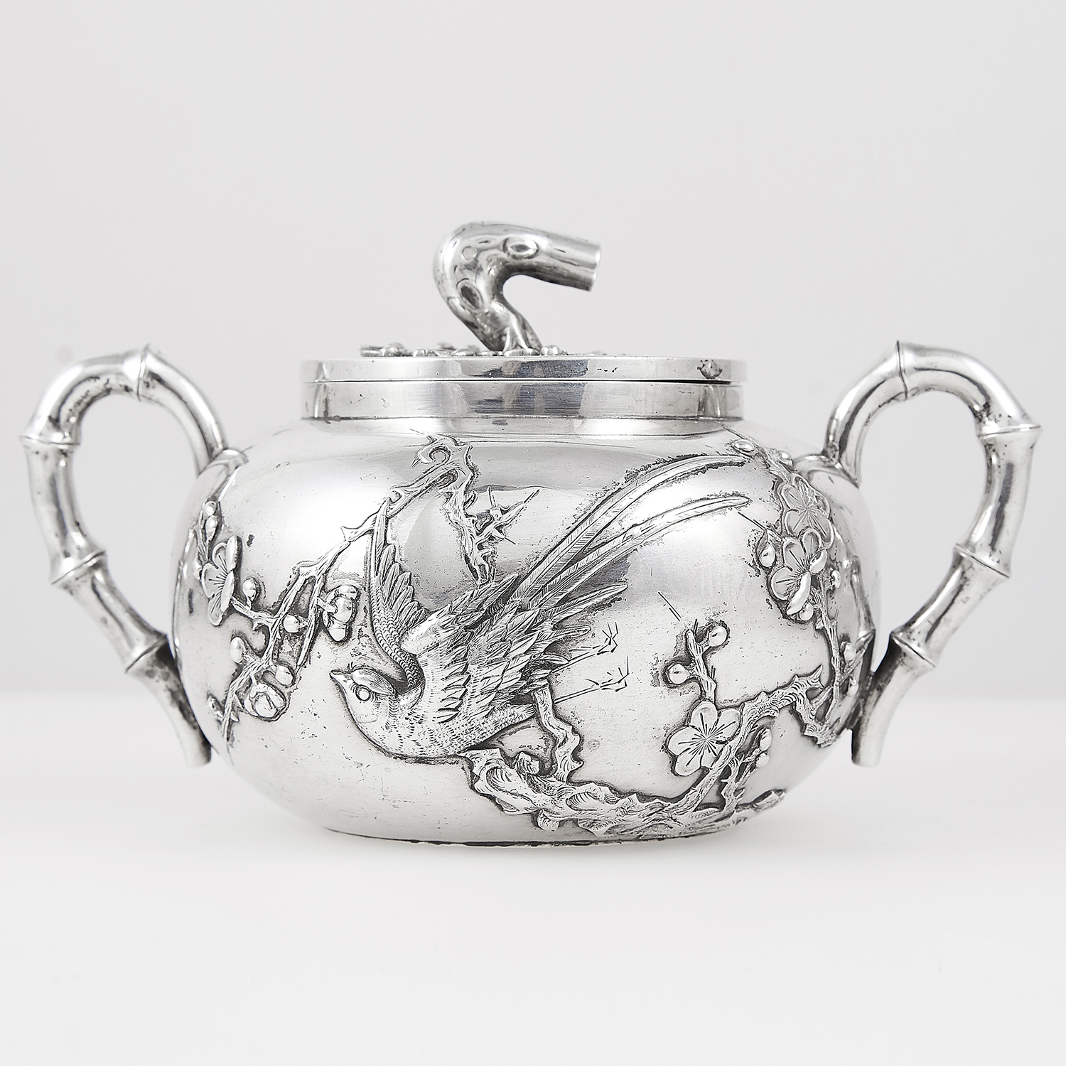 Los 12 - ANTIQUE CHINESE EXPORT SILVER TEAPOT AND SUGAR BOWL, HUNG CHONG CIRCA 1900 the rounded bodies with