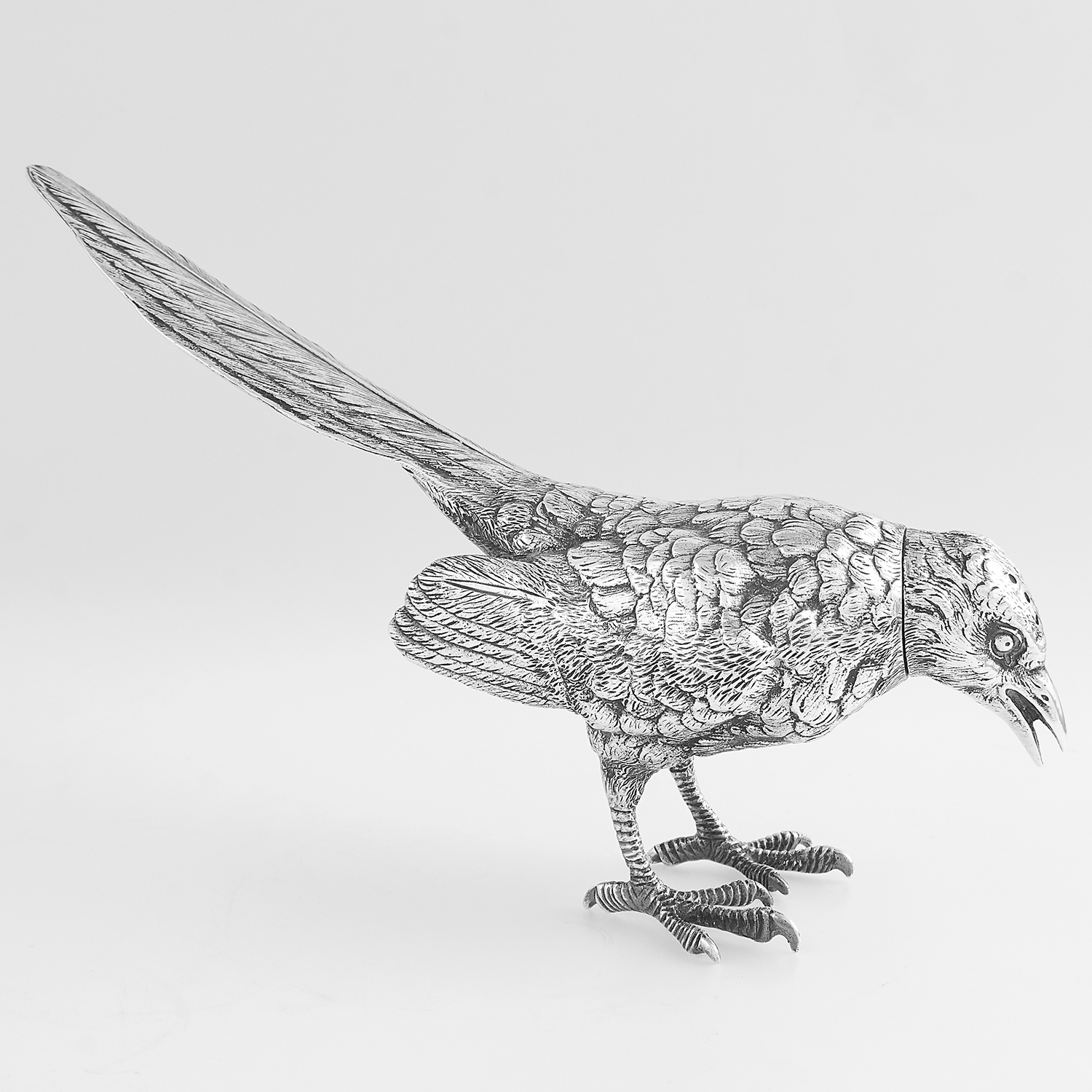 VINTAGE STERLING SILVER MAGPIE PEPPER POT, GARRARD & CO LONDON 1975 modelled as a magpie cast in