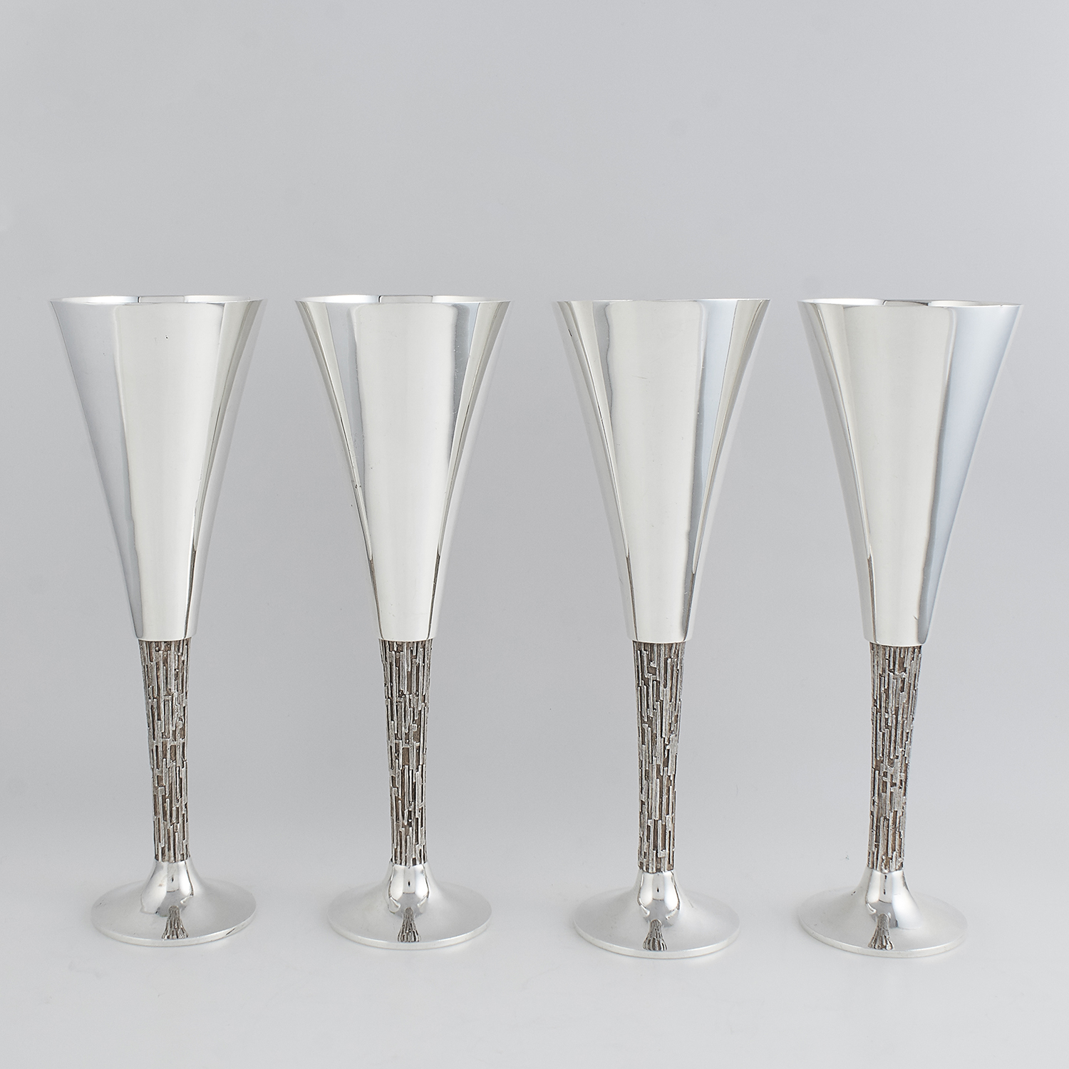 Los 74 - SET OF FOUR STERLING SILVER GOBLETS / CHAMPAGNE FLUTES, CHRISTOPHER LAWRENCE LONDON 1971 the
