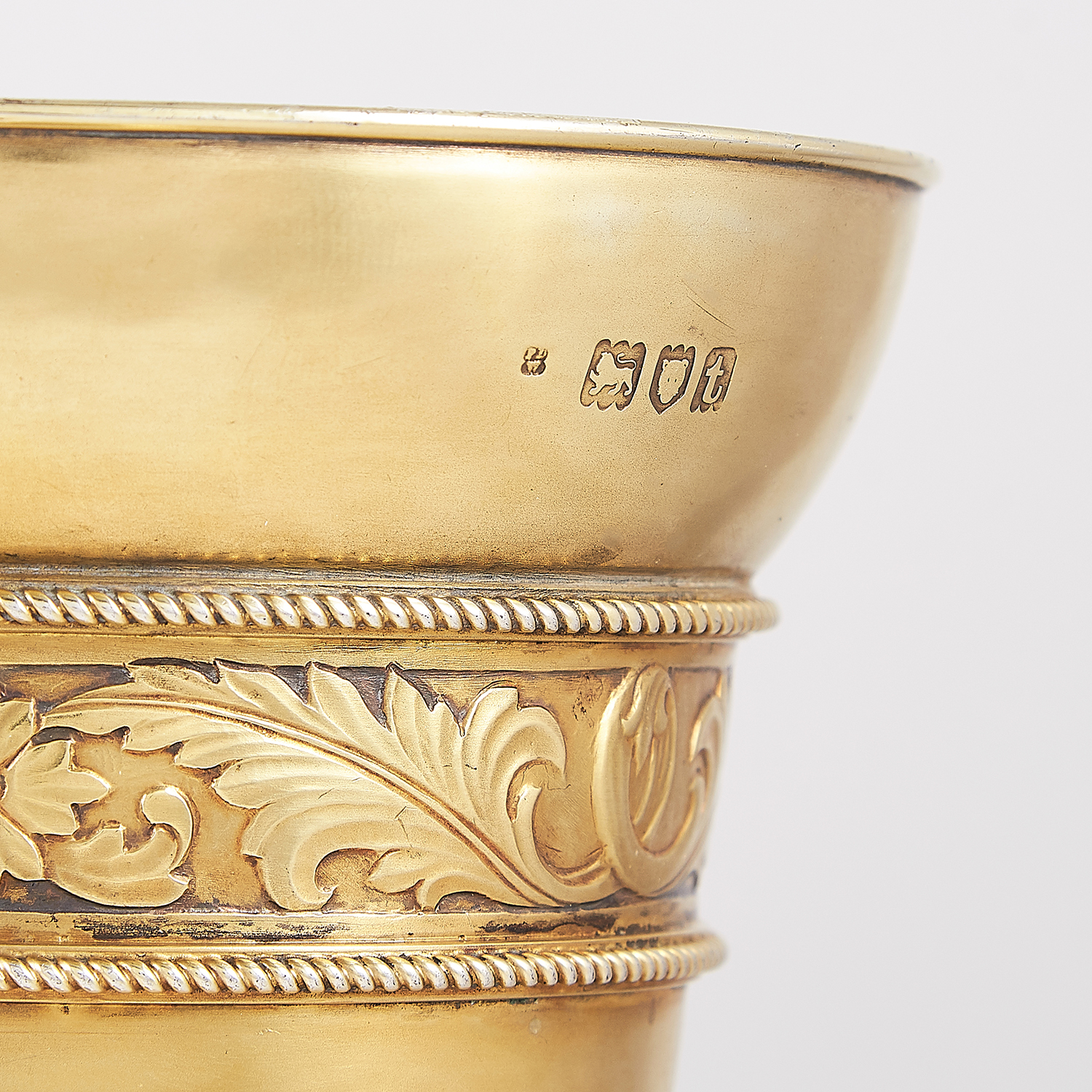 Los 9 - PAIR OF ANTIQUE STERLING SILVER GILT VASES, FREDERICK DENDY WRAY, LONDON 1914 the tapering bodies
