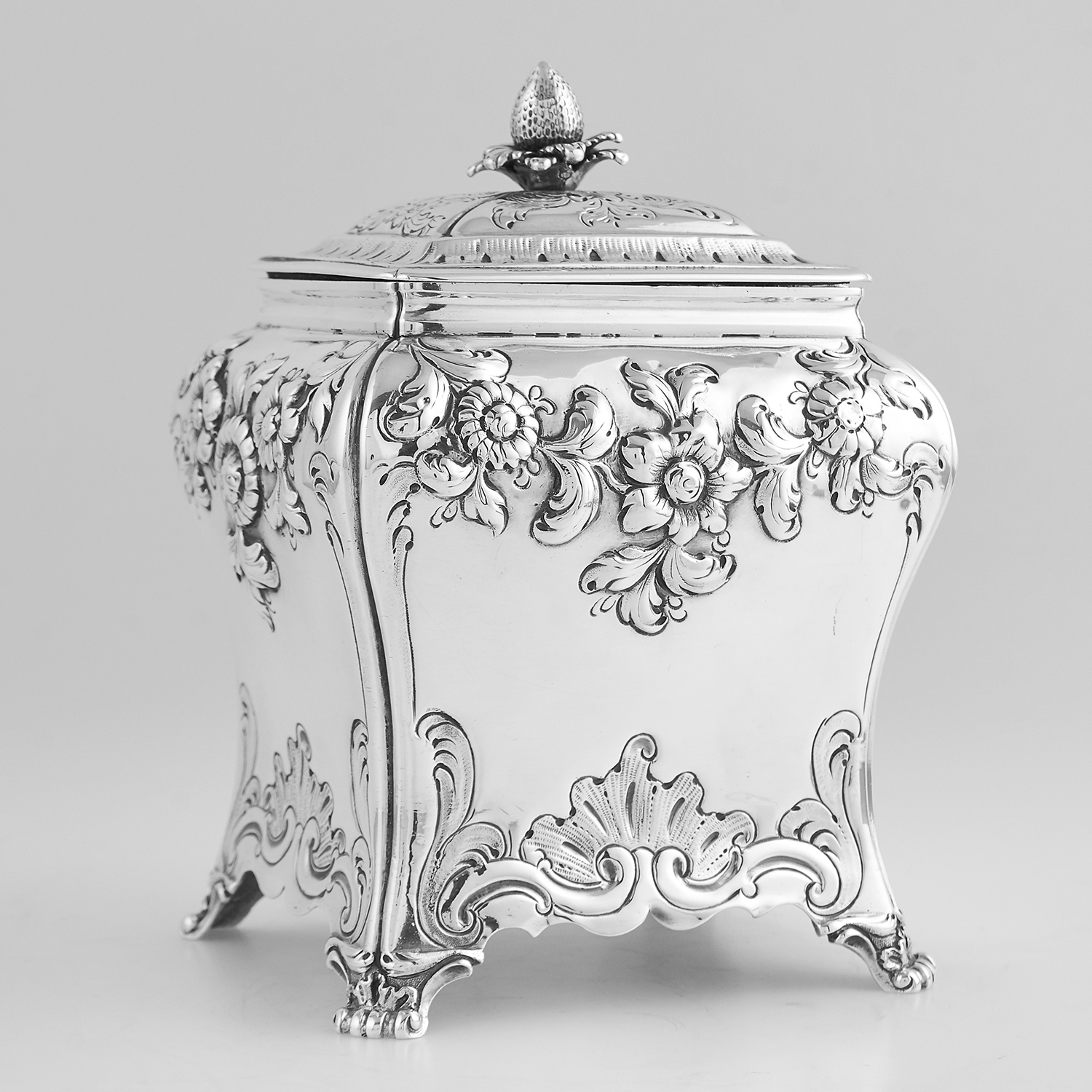 Los 72 - ANTIQUE GEORGE III STERLING SILVER SUGAR BOX, PIERRE GILLOIS LONDON 1761 the bevelled rectangular