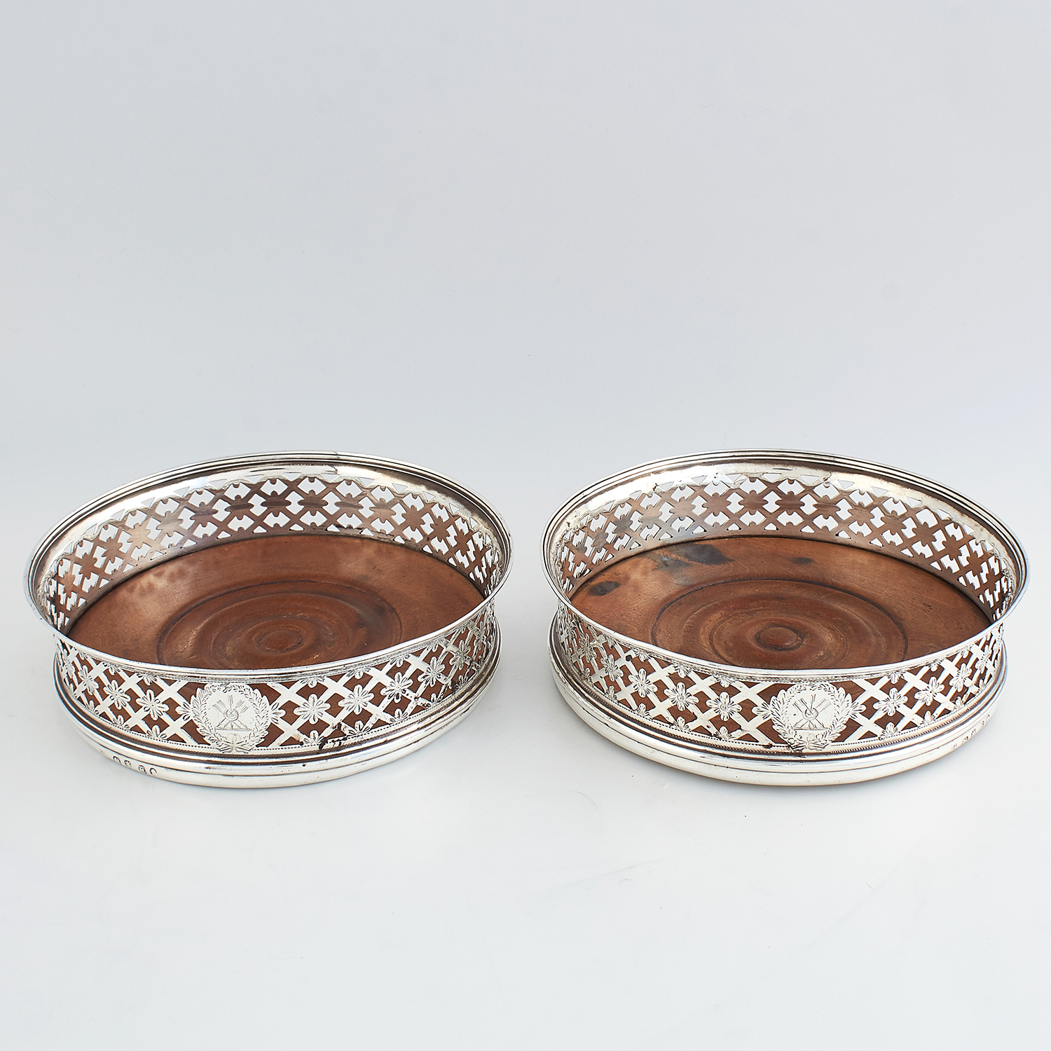 PAIR OF ANTIQUE GEORGE III STERLING SILVER WINE COASTERS, ROBERT & DAVID HENNELL, LONDON 1798 of - Image 2 of 3