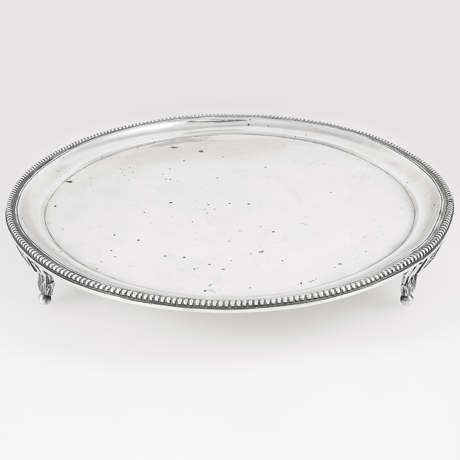Los 17 - ANTIQUE SPANISH SILVER SALVER / TRAY, CIRCA 1780 of circular form with raised beaded border, on a