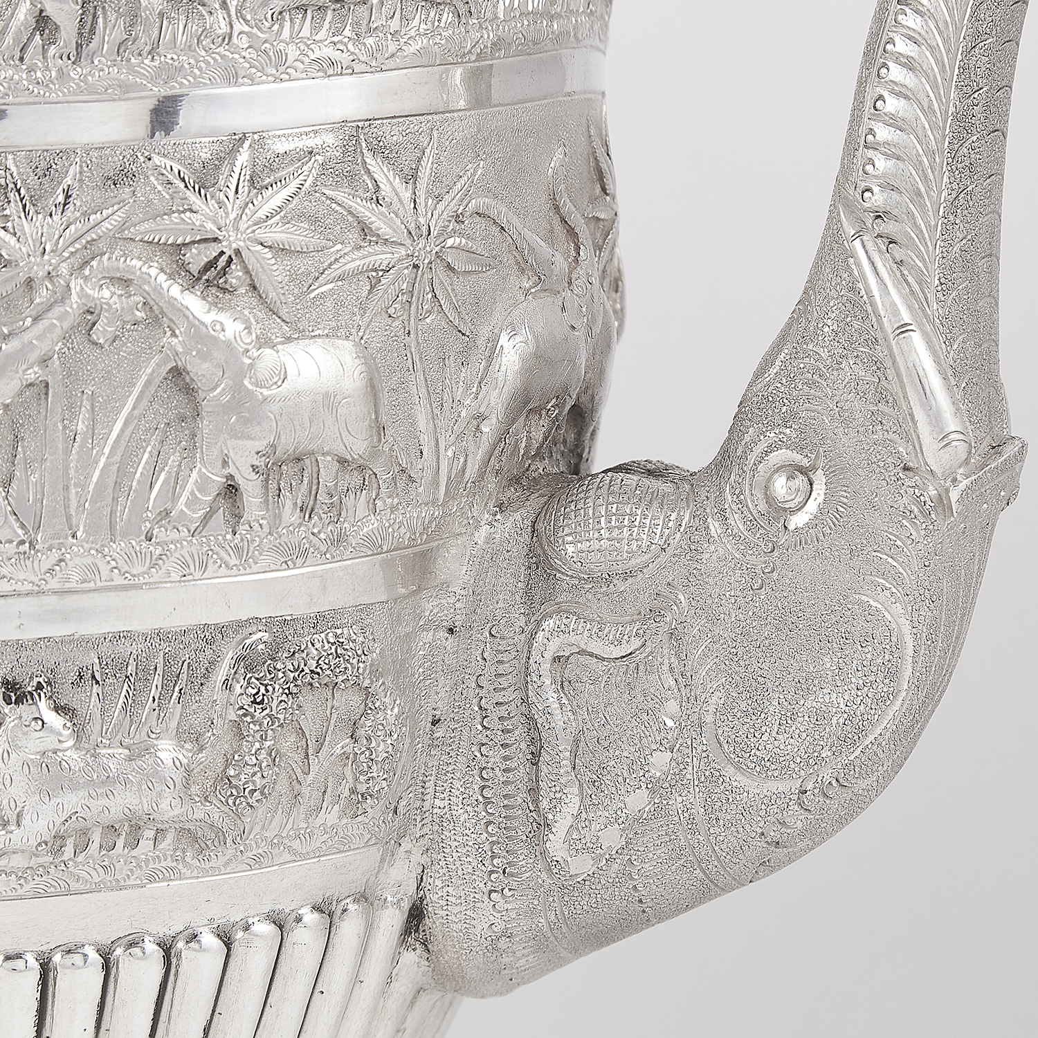 Los 3 - ANTIQUE COLONIAL INDIAN SILVER COFFEE POT, CIRCA 1890 the tapering half fluted body with bands of