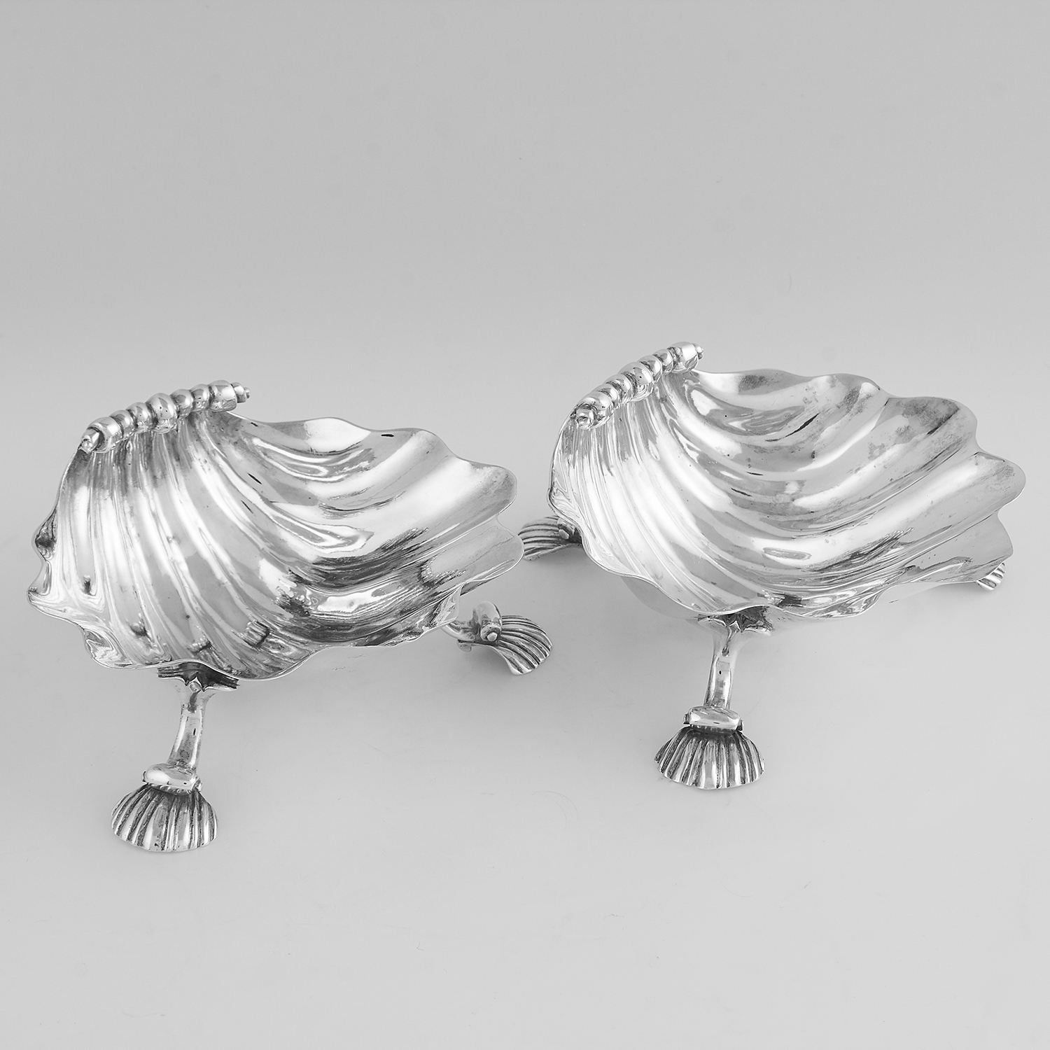 Los 62 - PAIR OF ANTIQUE GEORGE IV STERLING SILVER SHELL DISHES, C & J FRY, LONDON 1823 each designed as a