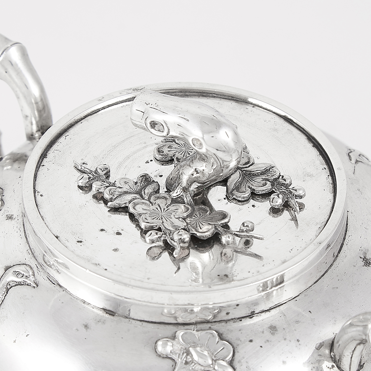 ANTIQUE CHINESE EXPORT SILVER TEAPOT AND SUGAR BOWL, HUNG CHONG CIRCA 1900 the rounded bodies with - Image 6 of 6