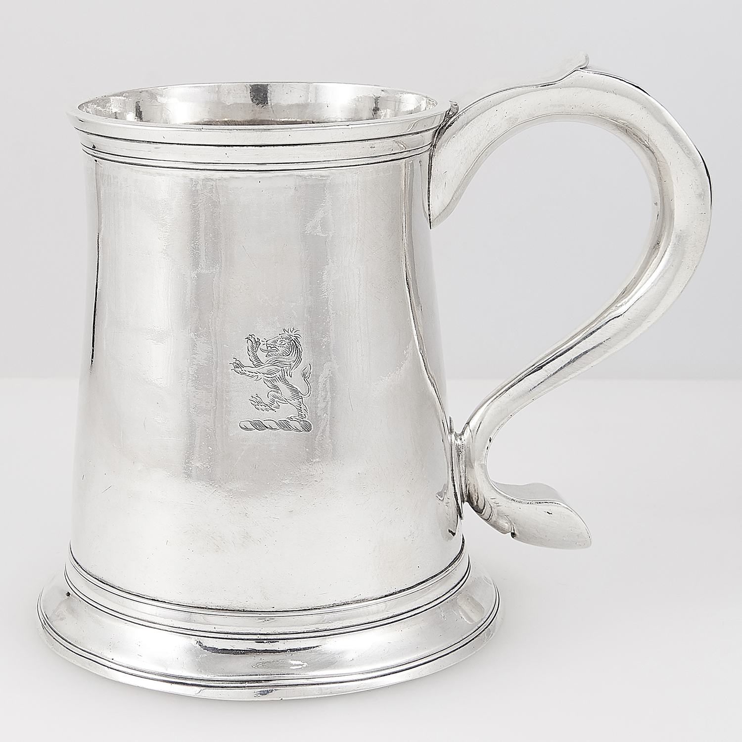 ANTIQUE GEORGE III STERLING SILVER PINT MUG, JOHN LANGLANDS, NEWCASTLE 1769 the tapering body on a