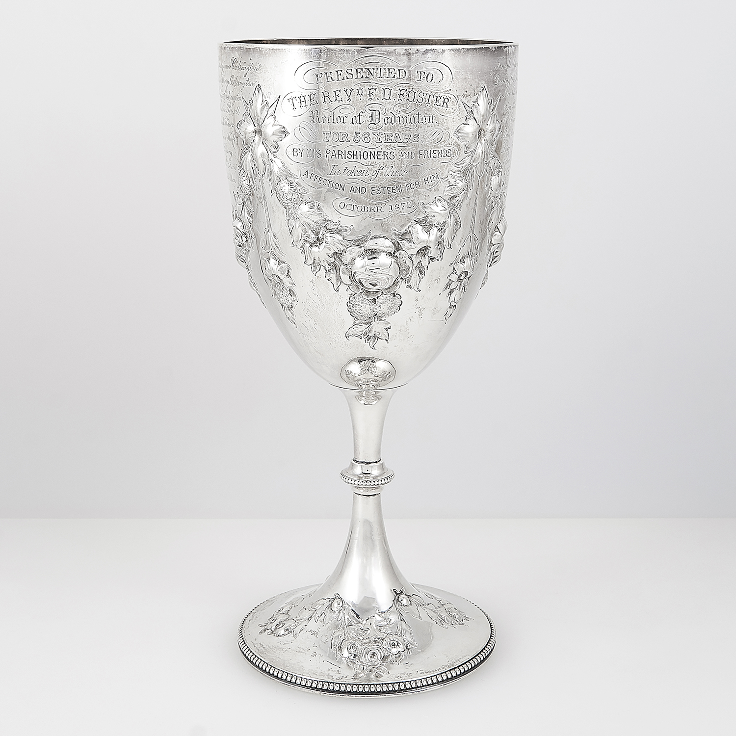 Los 15 - ANTIQUE VICTORIAN STERLING SILVER GOBLET, WILLIAM EVANS, LONDON 1871 the rounded body with chased