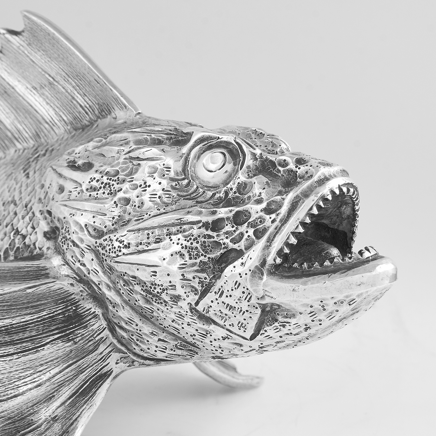 VINTAGE ITALIAN SILVER FISH STATUE CIRCA 1960 cast to depict a fish in detail, Italian marks, 25. - Image 2 of 2